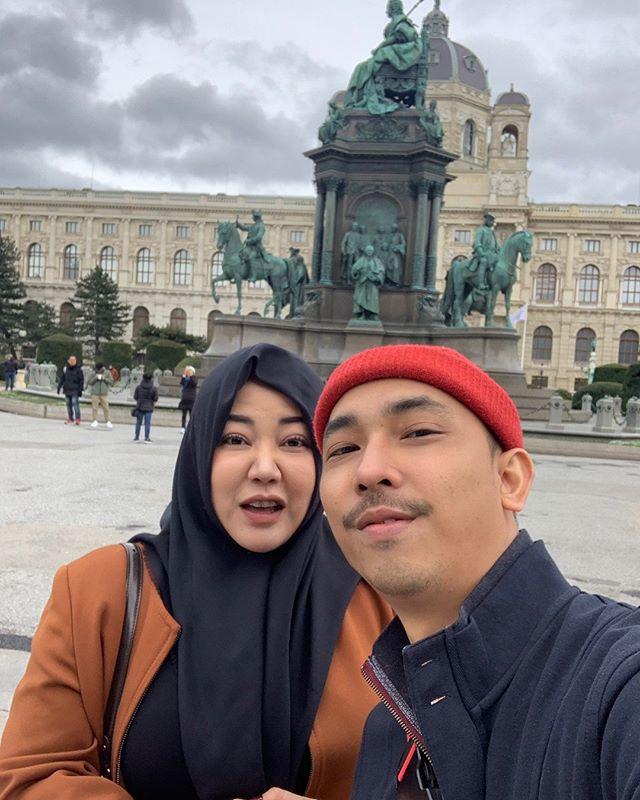 bulan madu Risa dan suami  © 2019 brilio.net