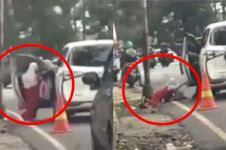 Aksinya viral, ini permintaan maaf wanita usai dorong anak dari mobil
