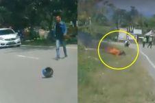 Pria ini bakar motornya karena tak terima ditilang, bikin miris
