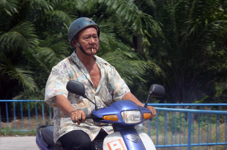Merokok sambil mengendarai motor bisa didenda Rp 750 ribu
