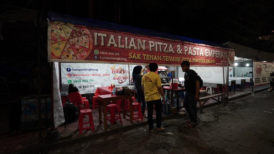 Pizza kaki lima di Jogja istimewa