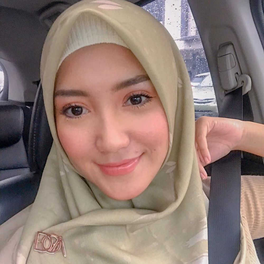 Erica Putri berhijab instagram