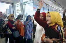 10 Momen seru Atalia istri Ridwan Kamil coba MRT Jakarta