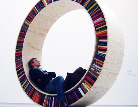 sofa merangkap rak buku © 2019 brilio.net