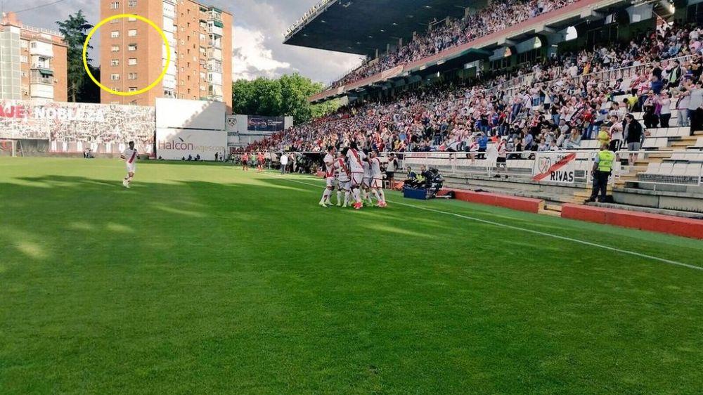 rumahnya mepet stadion ©Facebook/thefootballarena