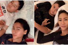5 Bukti kalau Inul Daratista hobi selfie sambil ngelonin anak
