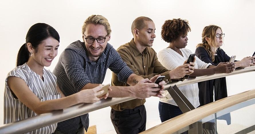 8 Cara mengatasi kecanduan gadget paling efektif & bikin happy