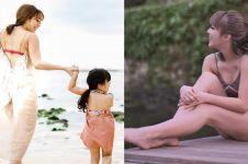7 Gaya Gisella dengan swimwear ini bikin aura cantiknya nambah