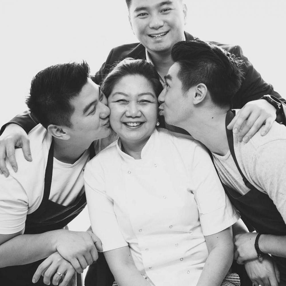 Potret kedekatan Chef Arnold dan ibunya  © 2019 brilio.net