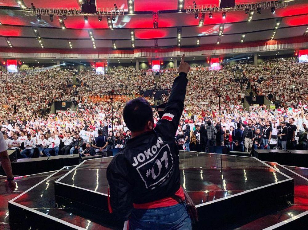 seleb jaket Jokowi instagram