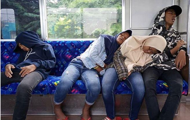 kelakuan penumpang kereta © 2019 brilio.net