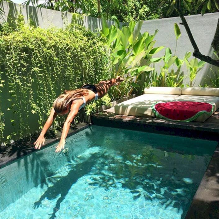 kolam renang halaman sempit  © 2019 brilio.net