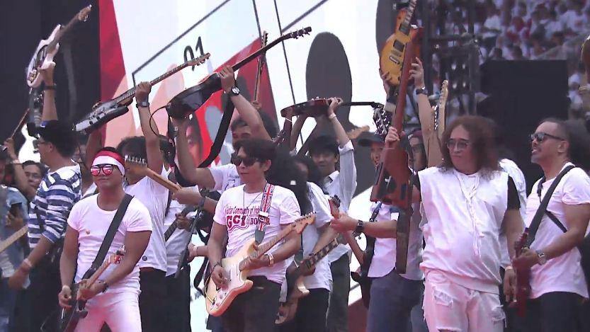 aksi panggung artis konser putih bersatu © YouTube/ADDIE M.S