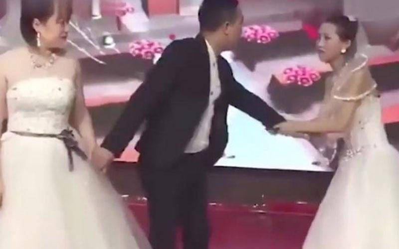 Hadiri acara pernikahan mantan, minta balikan istimewa