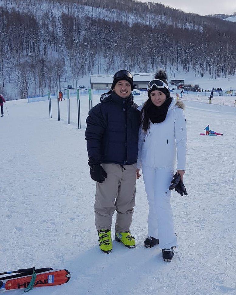 Wulan Guritno dan suami instagram