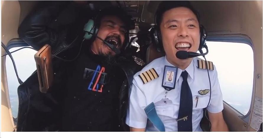 Jarang bersuara, ini momen Limbad menjerit saat naik pesawat