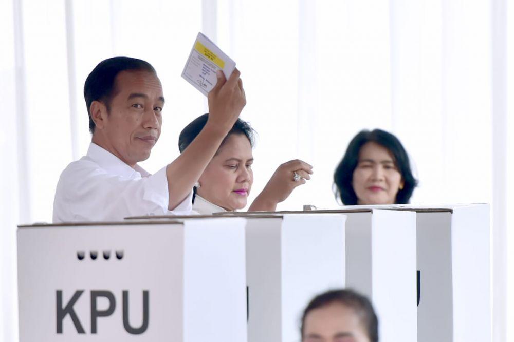Gaya Jokowi nyoblos dari masa ke masa  © 2019 brilio.net