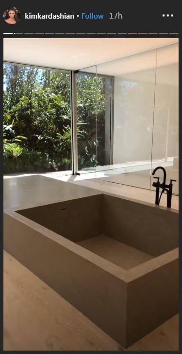 potret kamar mandi kim kadarshian © 2019 brilio.net