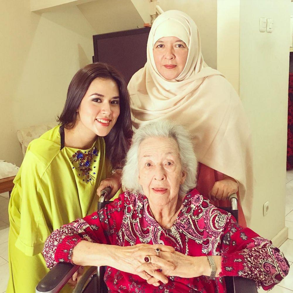 Momen Raisa dan nenek instagram