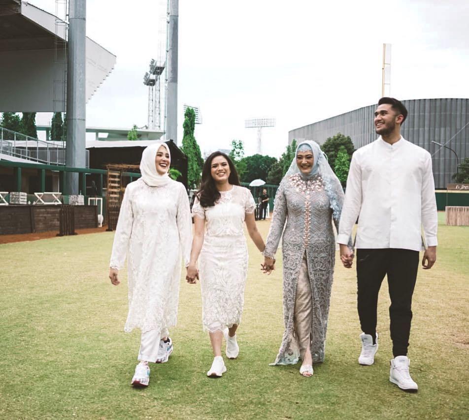 shanty sys ns menikah © 2019 berbagai sumber