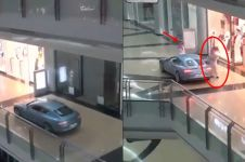 Tajir abis, pria ini sewa satu mal dan belanja sambil naik mobil
