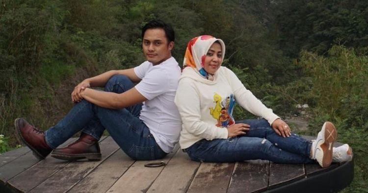 Penampilan Muzdalifah & Fadel saat akad nikah dengan adat Sunda
