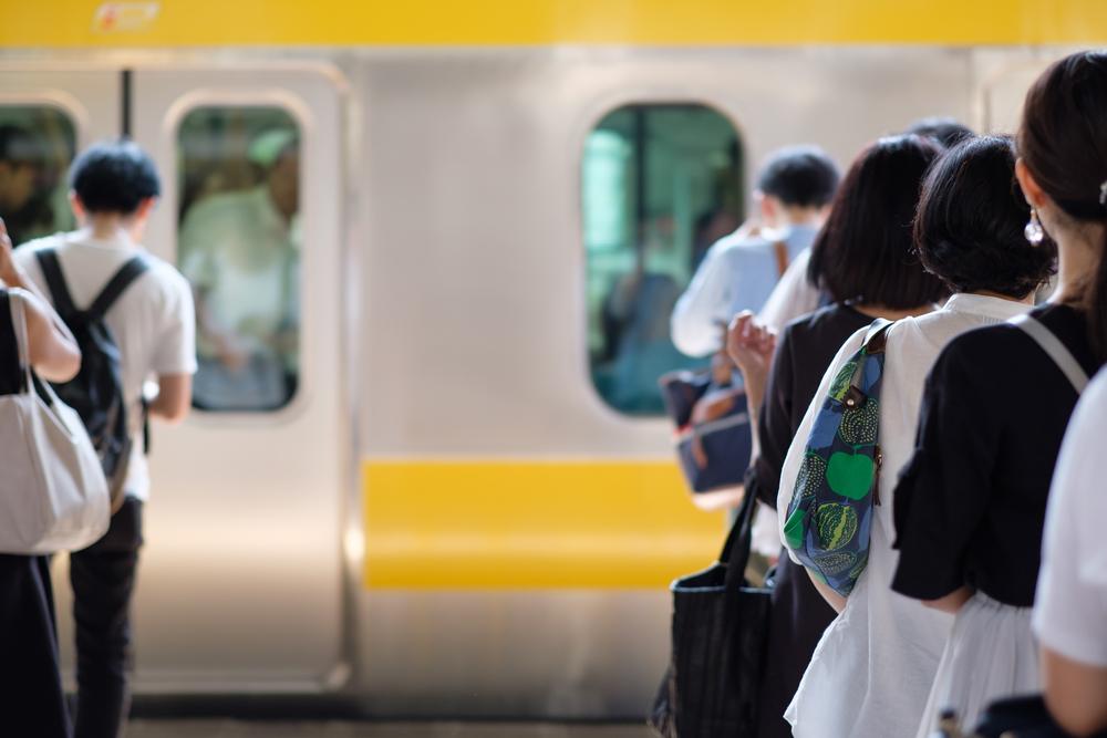 Perlu dicontoh, ini 7 etika orang Jepang ketika menaiki KRL berbagai sumber