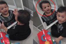 Fakta di balik video seram anak di pantulan kaca ini tak disangka