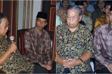 Kisah menarik di balik foto viral Jokowi cium tangan Gus Dur