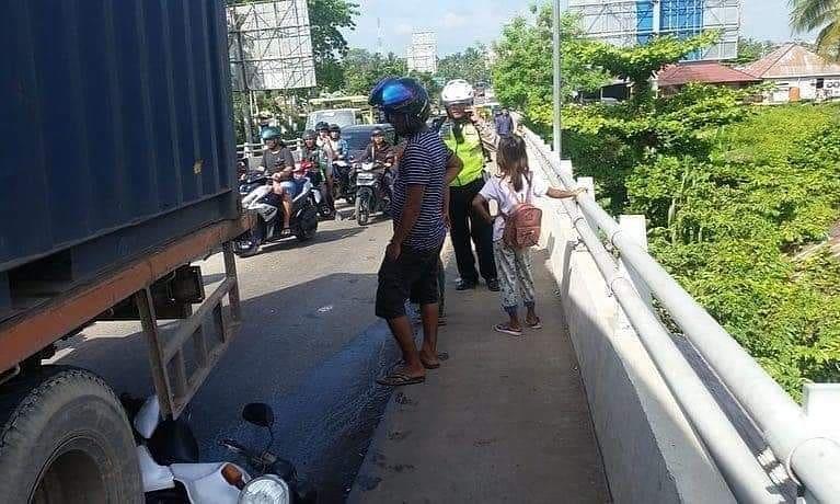 polisi korbankan motor truk rem blong © Instagram/@satlantas_pontianakkota