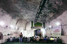 6 Masjid ini berada di bawah tanah, kebanyakan di Indonesia