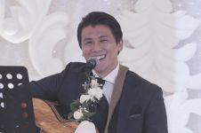 Kejutan Reino Barack nyanyi lagu 'Restu' di resepsi pernikahannya