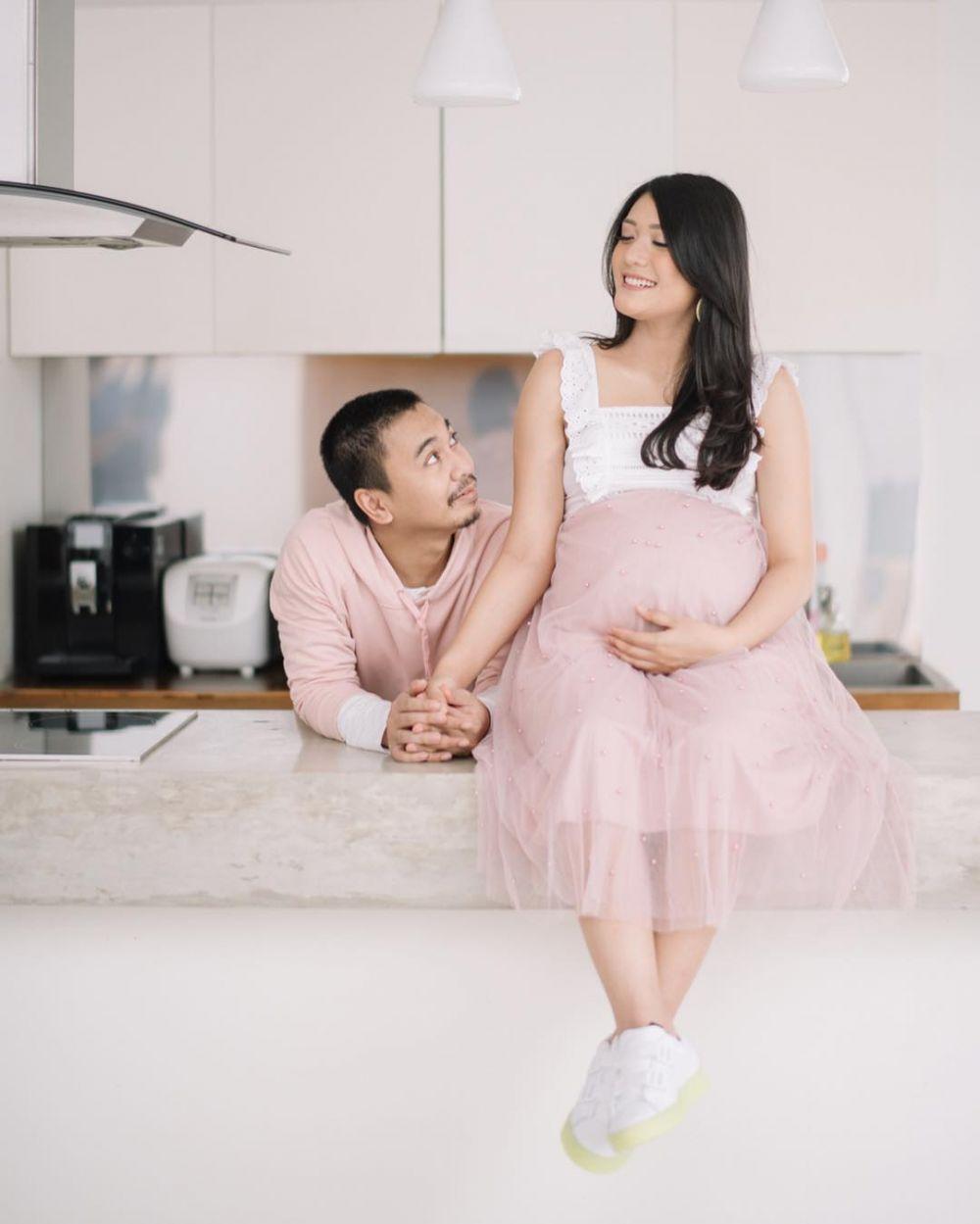 seleb maternity di rumah © 2019 brilio.net