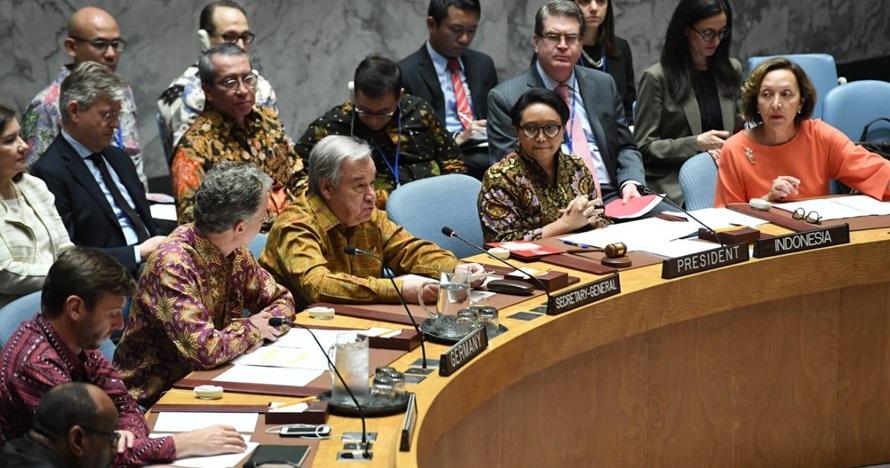 Dipimpin Indonesia, ini 7 potret peserta sidang DK PBB kenakan batik