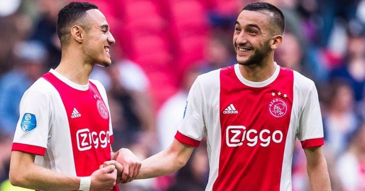 Momen dua pemain Ajax buka puasa di tengah laga lawan Spurs