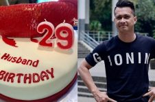 5 Momen mesra Eza Gionino mendapat kejutan ulang tahun dari istri