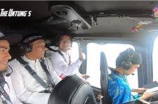 8 Momen seru Arie Untung naik helikopter bareng Ustaz Abdul Somad