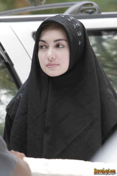 Potret seleb nonmuslim berhijab © 2019 brilio.net