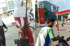 14 Tingkah orang isi bensin ini bikin geleng kepala