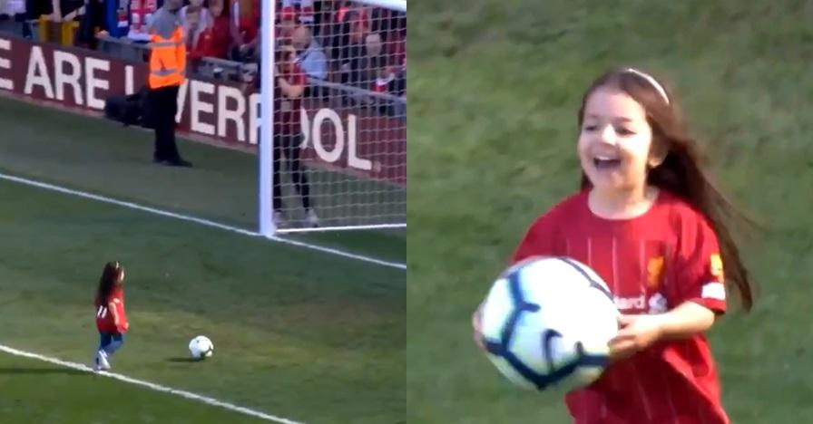 Momen anak Mo Salah cetak dua gol di hadapan ribuan penonton