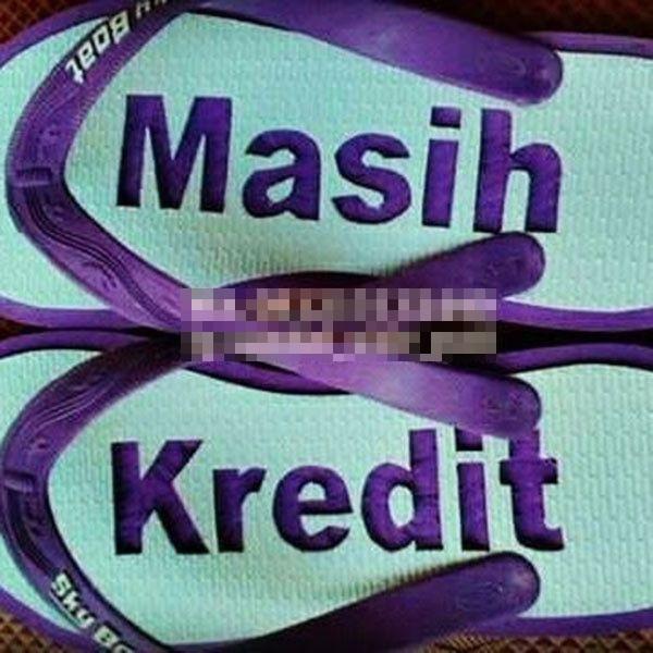 tulisan lucu di sandal nggak hilang tarawih © berbagai sumber