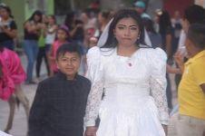 Kisah di balik foto nikah 'bocah' & wanita dewasa ini bikin haru