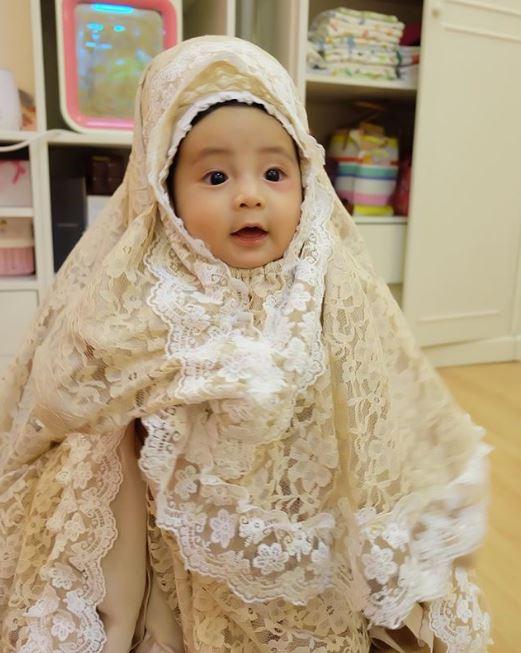 anak nindy pakai hijab © 2019 brilio.net