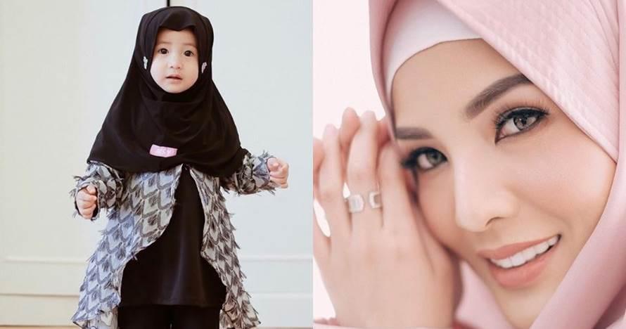 6 Gaya Akifa Dhinara pakai baju muslim, cantiknya mirip Nindy Ayunda