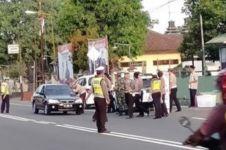 Polisi bagikan takjil, pengendara panik putar balik dikira razia