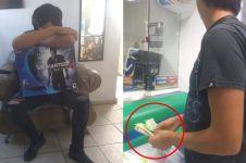 Potret pria gadai PS4 ini viral, endingnya nggak disangka bikin haru