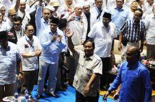 Jenguk Eggi Sudjana & Lieus Sungkarisma, Prabowo bawa nasi padang