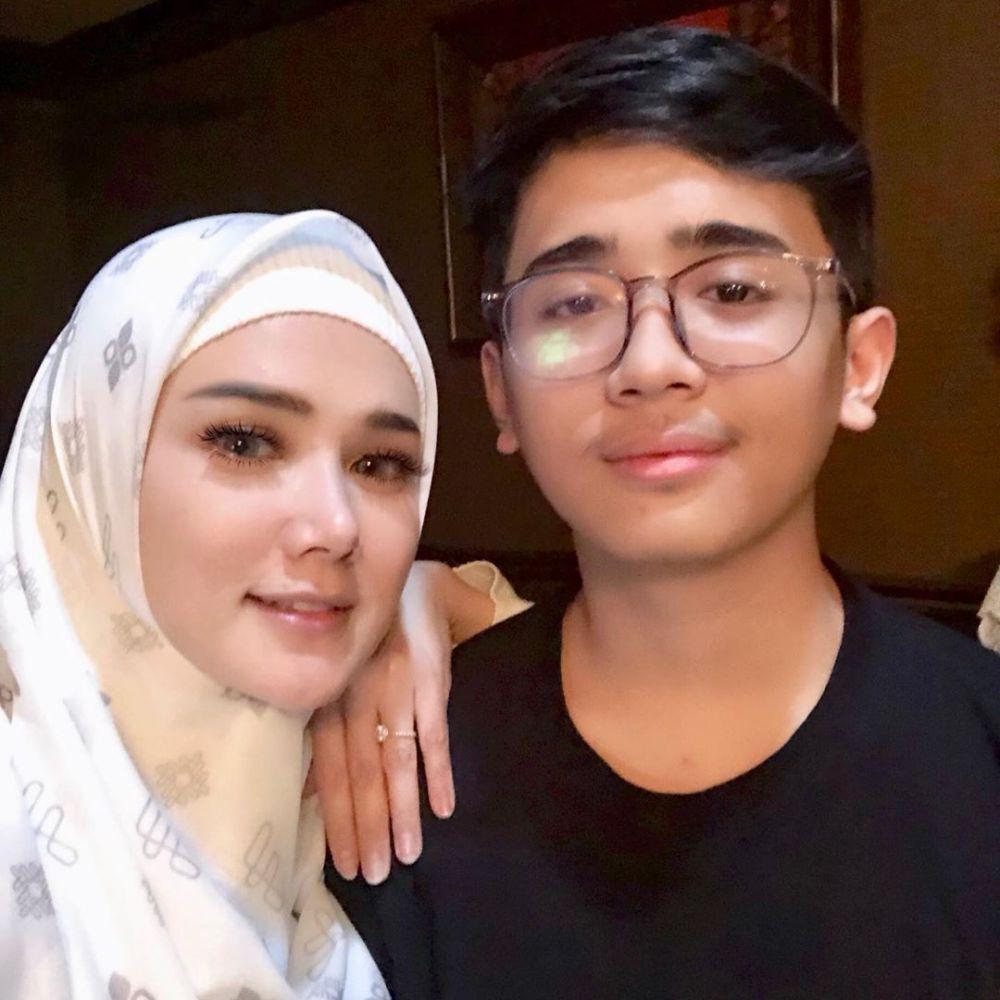 Jameela dan putranya istimewa