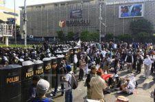 Kronologi kericuhan massa di depan gedung Bawaslu versi polisi