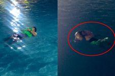 Nggak dapat kamar hotel, pria ini tidur di kolam selama 7 jam
